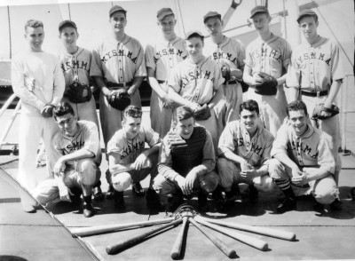 Image of baseball team in uniforms.